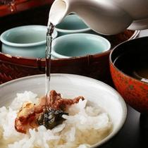 【夕食一例】窯で炊き上げたお米はそのままでも。最後の締めにこだわりだしでお茶漬けに。