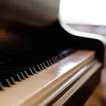 ピアノの音色が響きそうな〜モダンなロビー〜