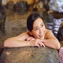 極上の天然温泉♪視線の先は・・・圧巻の谷川岳の風景