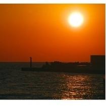 ホテルからお車で5分沼津港からの夕日
