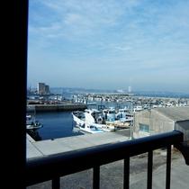 部屋から見える海の景色