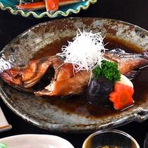 旬の磯魚を焼き物、煮付けでお召し上がりいただきます。
