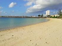 【パイナガマビーチ】繁華街に一番近いビーチ。市民の憩いのスポットです。