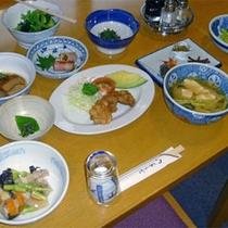 *和洋折衷の夕食メニュー一例/ドッコ沼秘伝の鍋料理を是非。