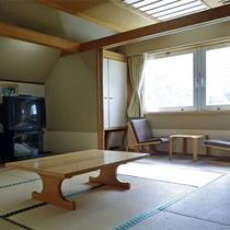*和室一例/ドッコ沼側からの採光で明るいお部屋です。