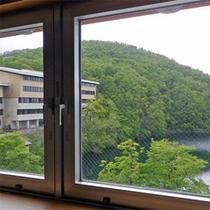 *和室からの眺め一例/ドッコ沼が一望できます。