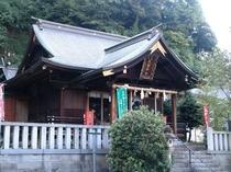 黒龍神社(今や日本有数のパワースポットとして有名)当館すぐ前
