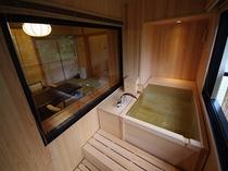 今心亭3階客室「睡蓮」99平米露天風呂