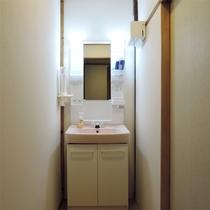 *和室6畳一例/客室内の洗面スペース。お部屋で落ち着いて身支度ができます。