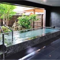 *【男性大浴場】露天風呂/朝は清々しい空気をお楽しみください。