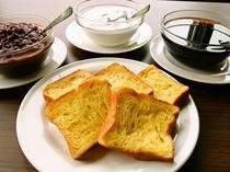 朝食の一品 デニッシュパンの特製フレンチトースト