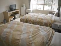 ベッド希望のご要望にお応えし、ツインの洋室を完備しております。
