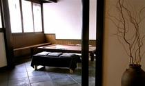 庵 筋屋町 玄関先の土間 旅行の打ち合わせにはもってこいの場所です