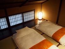 庵 さき玉屋町町家 2F和室(大) 2組までお布団のご用意が可能です。