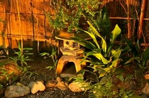 庵 恵美須屋町町家 夜には坪庭がライトアップされます。