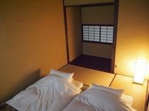 庵 さき玉屋町町家 2Fの和室(小) 布団は2組まで敷くことができます。
