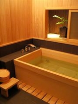 庵 西陣伊佐町町家 1Fお風呂です。ゆったりとお寛ぎ下さい。