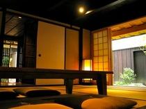 庵 三坊西洞院町町家 1Fの和室です。お庭を眺めることができます。