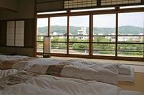 庵 美濃屋町町家 鴨川に面した2F和室は開放感たっぷりです。