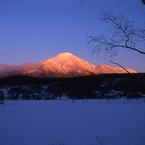 白樺湖より望む蓼科山