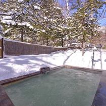 *冬の雪見露天風呂(女湯)