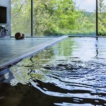 *お風呂/古代檜の浴槽と、全開できる窓が創りだす寛ぎの時間