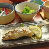 *【夕食一例】ヤマメ塩焼き