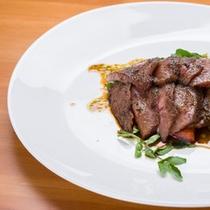 *お夕食一例/和牛ステーキは醤油ベースのソースでお召し上がり下さい。