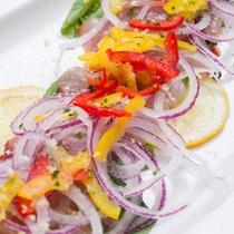 *お夕食一例/旬の白身魚とお野菜を和えたカルパッチョ。塩漬けのケッパーが◎