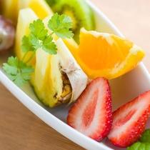 *ご朝食一例/太陽の恵みをたっぷり含んだ瑞々しい果物。朝の定番ですよね!