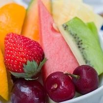 *ご朝食一例/ビタミンたっぷりの果物も添えて。