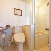 *ハリウッドツイン(203)/バスルームとお手洗いを完備。