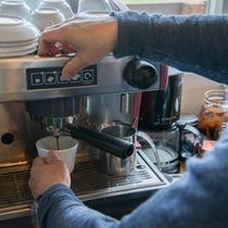"""*フランス""""レネカ社製""""の本格エスプレッソマシーンで入れたコーヒーは絶品◎一度お試しあれ!"""