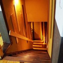 *【階段】古民家風の階段を上るといよいよお部屋です。