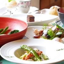 当館のお料理は地産地消、素材そのものの味を大切にしています(一例)