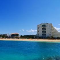 海からのホテル外観(メインタワー)