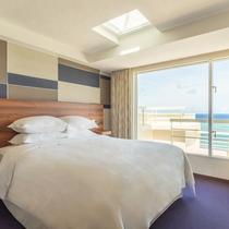 最上階オーシャンスイート、ファミリースイートの2階寝室(クイーンサイズベッド1台設置)