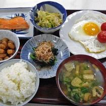 *<ご朝食一例>バランスを考えたメニューを日替わりでお出ししています。