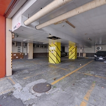 *<駐車場>駐車場からは奥左側の入り口から2Fフロントまでお越し下さい。