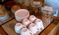 ラウンジにある健康茶・温泉水は無料です