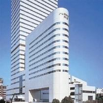 大宮駅前そごうデパート側から望む概観。手前がホテル棟、後ろが大宮ソニックシティビル、右手がホール