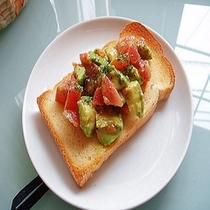 朝食はイギリスパンでオリジナルピザトースト贅沢な一品!ハワイで大流行レシピが大人気!