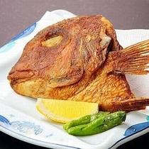 【久遠名物・鯛のかぶと揚げ】鯛のお頭を食べる庄内の風習を味わえる名物料理