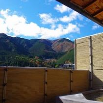 隣接の冨岳の露天温泉(飛騨川一望)昼