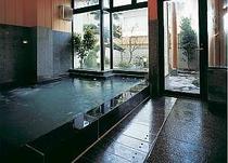 御影石の浴場
