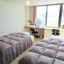 【ツイン一例】全室、広々のセミダブルベッドを使用!
