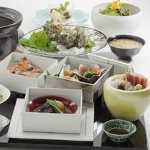 朝食:地物食材をふんだんに使った和食(会席)を堪能