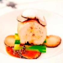 【夕食】(肉料理)黒トリュフの詰め物をした伊豆産天城軍鶏のロースト