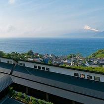 富士山と駿河湾を望む富岳群青