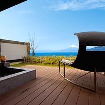 富士山と海を望む客室専用テラス&露天風呂の一例